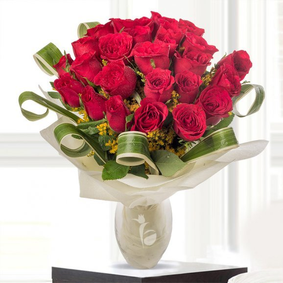 Bunch of 26 Red Roses in Glass Vase