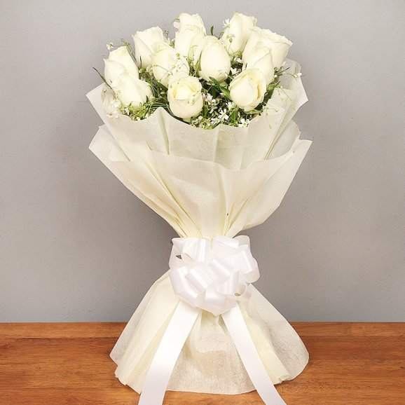 12 white roses bunch with Front View
