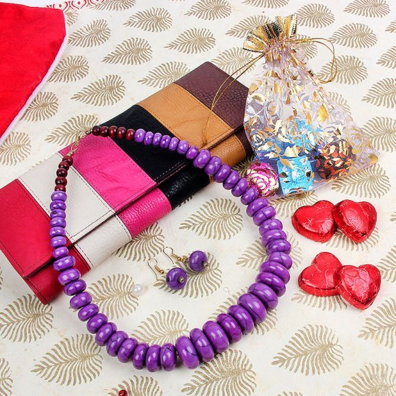 hand clutch, chocolate and necklace set