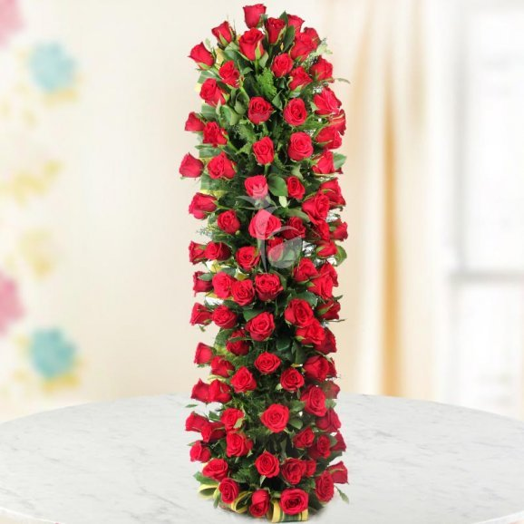 Long arrangement of 150 red roses