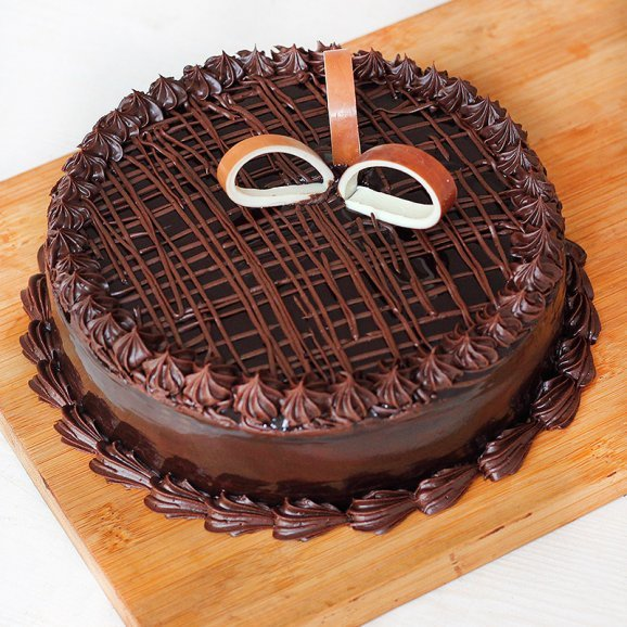 A half kg chocolate cake - Part of Choco Yellow Rosey Delight