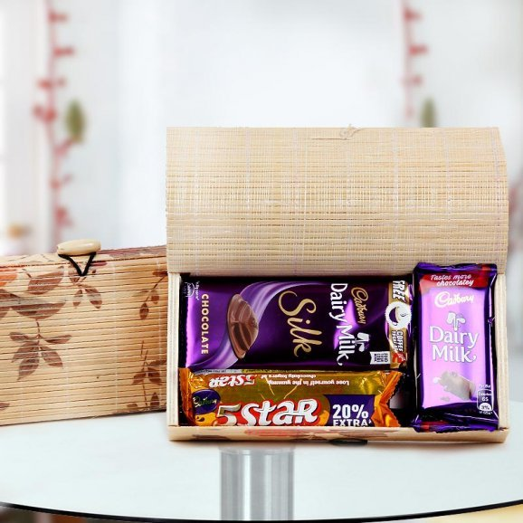 Christmas bonbon hamper - Tempting assortment of Chocolates packed in a decorative box