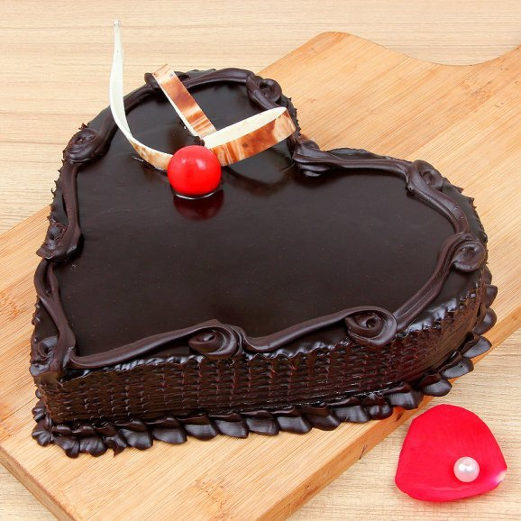 Half kg Heart shaped chocolate cake - A part of Deluxe Celebrations
