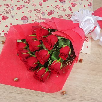 12 Red Roses Bunch in Horizontal View