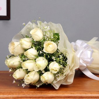 12 white roses bunch