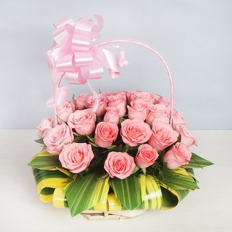 Arrangement of 30 fresh Pink Roses in Basket