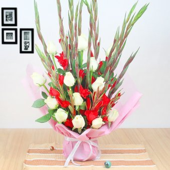 10 White Roses and 10 Red Glads