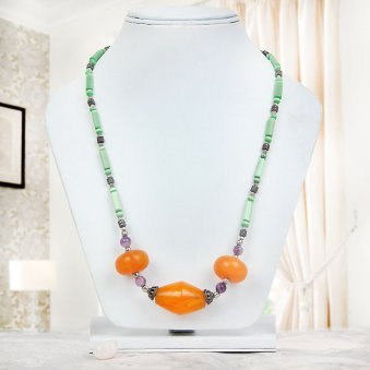 Howlite Sodalite Agate Beads Necklace with Wearing View