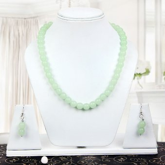 Green Pearly Neckpiece with Nice View