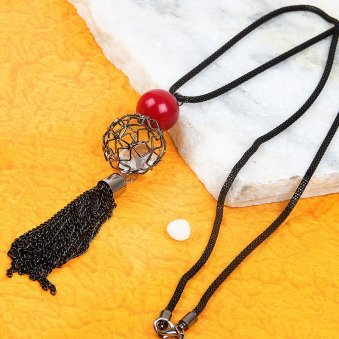 eye-catching neckpiece