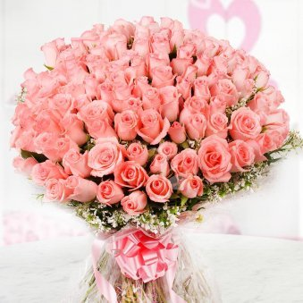 Bunch of 100 fresh pink roses with Front View