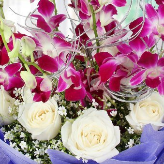 Bunch of 6 Orchid and 12 white roses in Zoomed View