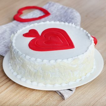 Vanilla Cake with Fondant Hearts