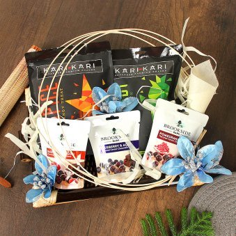 Kari Kari Snacks with Brookeside Dark Candies Gift Hamper