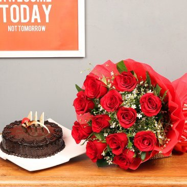 Red rose and chocolate cakehttps://media.floweraura.com/sites/default/files/Sweet%20Sin%20Combo.jpg